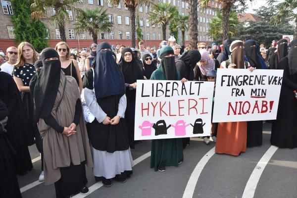 Danimarka'daki Örtünme Yasası halkın tepkisini çekti