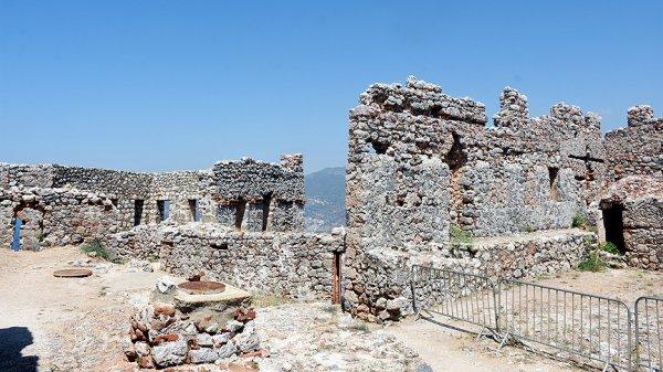 Köklü tarihi geçmişiyle Ehmedek Kalesi'ne ziyaretçi akını