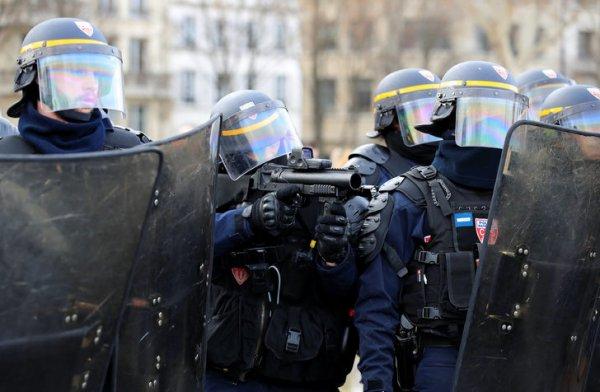 Fransa'daki protestolarda eylemciler lüks araçları yaktı