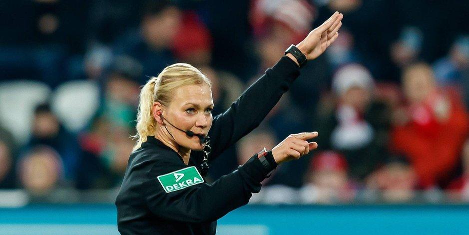 İran, kadın hakem var diye Bayern maçını yayınlamadı