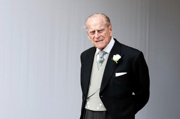 Prens Philip ehliyetini bırakacak