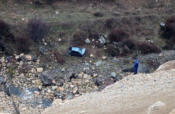 Kayıp 2 kişinin cansız bedeni 500 metrelik uçurumda bulun