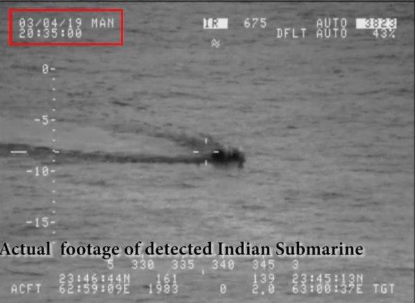 Pakistan, Hint denizaltısını engelledi