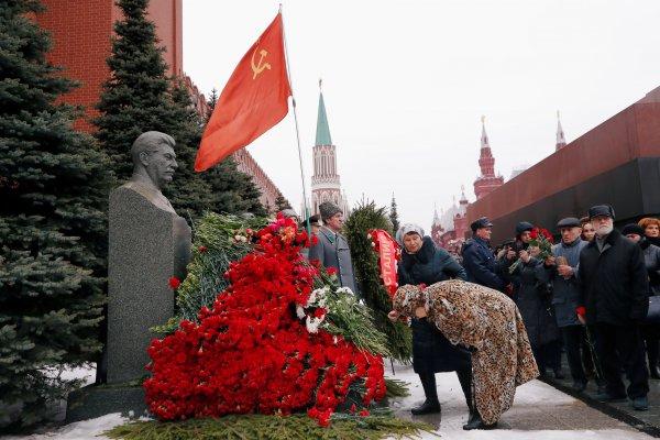 Stalin ölüm yıl dönümünde Moskova'da anıldı