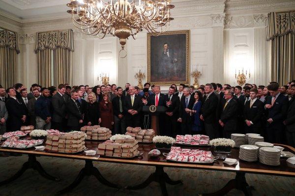 Trump'tan Beyaz Saray'da hamburger partisi