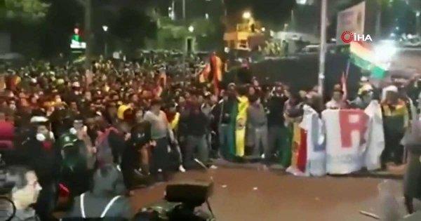 Bolivya'da göstericiler hükümet binasına girmeye çalıştı