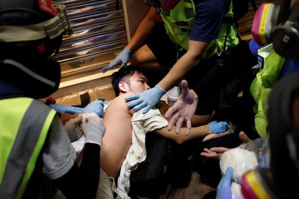 Hong Kong'ta gösteriler şiddetini artırdı