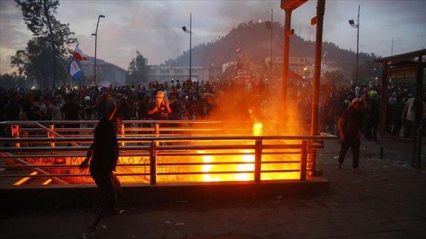 Şili'de protestocular yağma yapmaya başladı