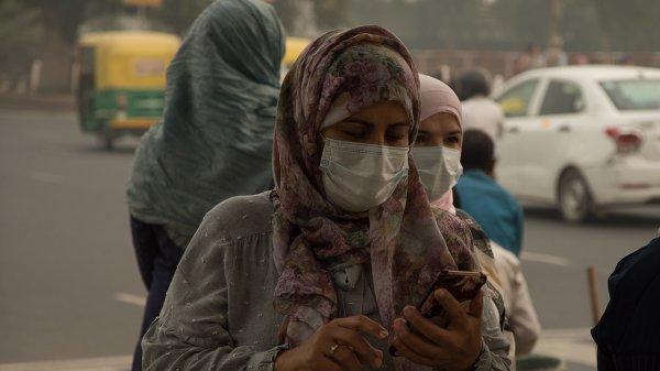 Yeni Delhi'de hava kirliliği, acil durum ilan ettirdi